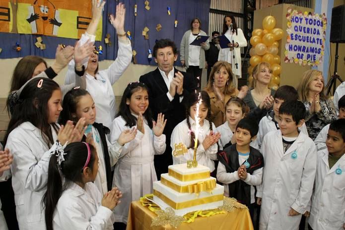 La escuela Hipólito Yrigoyen festejó sus 50 años en Villa Adelina