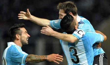 Gracias a su poderío individual, Argentina venció a Paraguay y es único líder de las eliminatorias