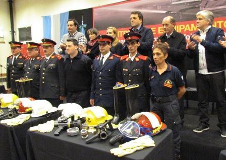 Massa entregó equipamiento al cuartel de Bomberos de Don Torcuato