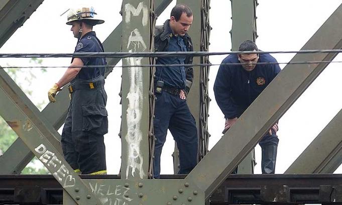 Dos muertos y tres heridos al caer de un tren en Vicente López