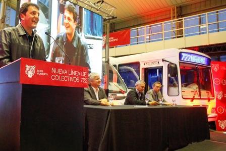 Massa present� la nueva l�nea de colectivos 722 en Tigre