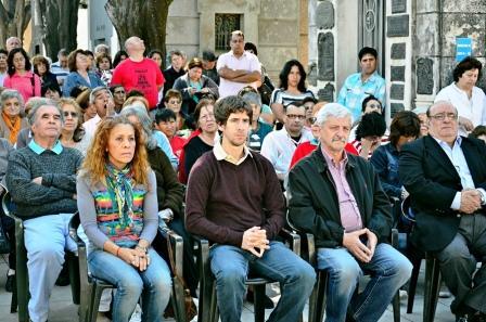 El Intendente de San Fernando, Luis Andreotti, participó en la Misa realizada en el Cementerio Municipal para recordar a las madres que ya no están