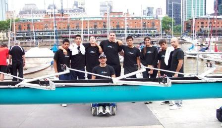 Chicos de la Escuela Municipal de Remo y Canotaje participaron de una Regata en Puerto Madero