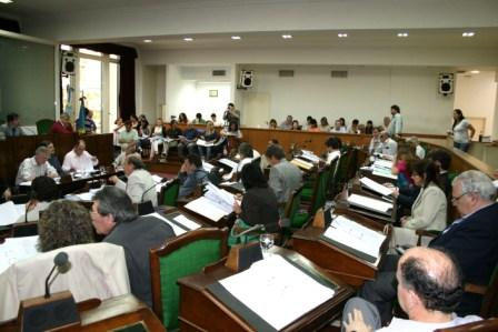 Los Concejales de Vicente López conmemoraron la vuelta a la democracia y repudiaron el control a las importaciones