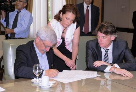El Vicepresidente Ejecutivo del Grupo Banco Provincia, Nicolás Scioli, y el Intendente de San Fernando, Luis Andreotti, firmaron un contrato por un total de $4.729.855,22