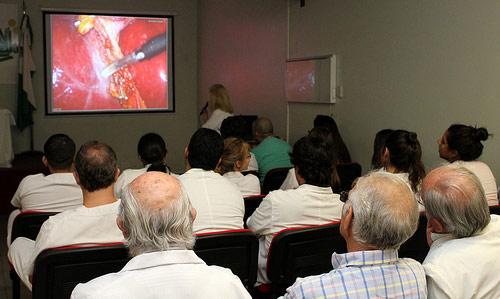 Se realizaron dos operaciones en simultáneo con videoconferencia en el Hospital Central de San Isidro