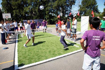 El Polideportivo Central de Tigre ya disfruta su cancha de fútbol-tenis