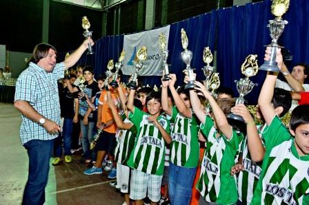 San Fernando celebró una multitudinaria entrega de premios por los torneos municipales de fútbol