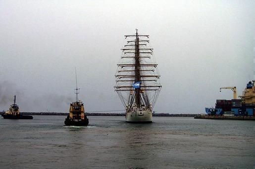 La fragata Libertad ya emprendió el regreso hacia Argentina