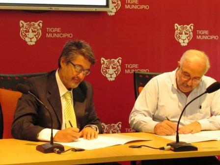 Roberto Romero y el Secretario de Turismo, Cultura y Educación de Pinamar, Alfredo Baldini.