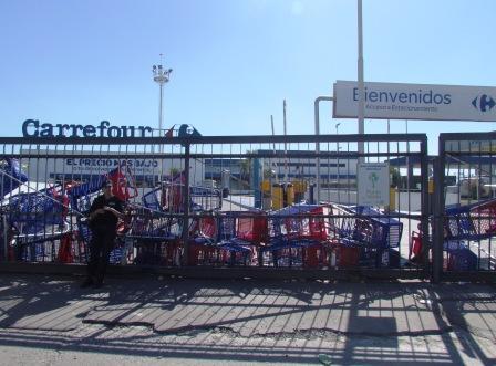 Incidentes y saqueos en el Carrefour de San Fernando