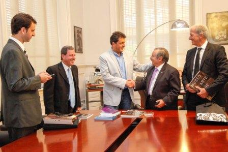 Massa recibió en Tigre a autoridades de la DAIA