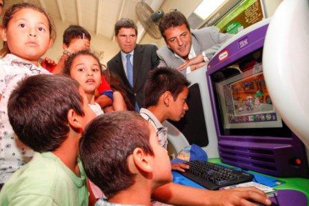 El Intendente Sergio Massa recibió la donación de equipos de IBM Kidsmart destinados a diferentes Centros de Atención Familiar y de Salud del Municipio
