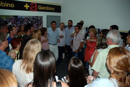 Daniel Gambino y Eduardo Fernandez despidieron el año junto a más de cien vecinos de Don Torcuato
