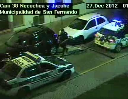 Las patrullas y cámaras de seguridad de San Fernando detuvieron a un joven con estupefacientes