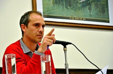 """Santiago Aparicio: """"Teniendo el Hospital totalmente deteriorado, el Ministro de Salud de la Provincia vino a regalar leche con un fin netamente electoral"""""""