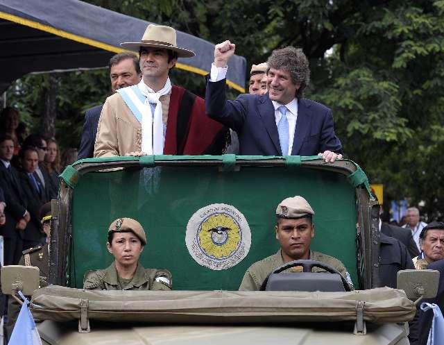Se realizó el desfile por el bicentenario de la batalla de Salta