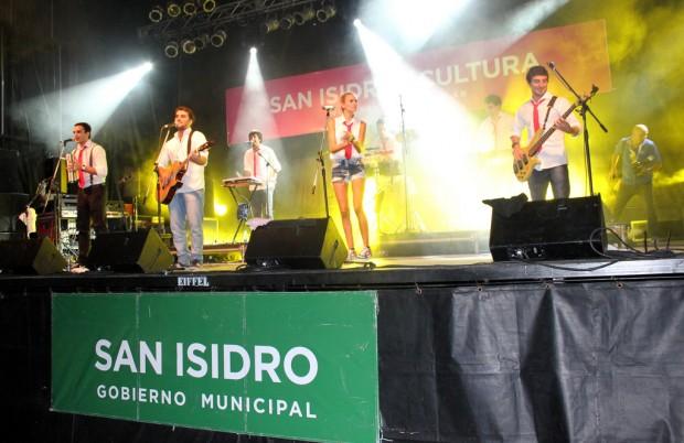 Multitudinario recital de Agapornis en San Isidro