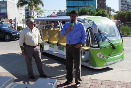 El intendente municipal de Vicente López, Jorge Macri, presentó ayer en el Paseo de la Costa el bus ecológico