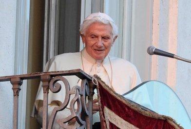 Benedicto XVI dejó el papado e inicia vida de simple peregrino
