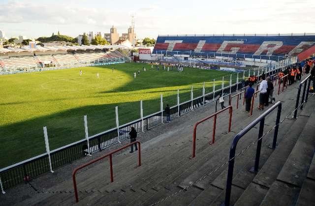 Hubo un amplio control policial en los alrededores del estadio de Tigre para impedir la llegada de público