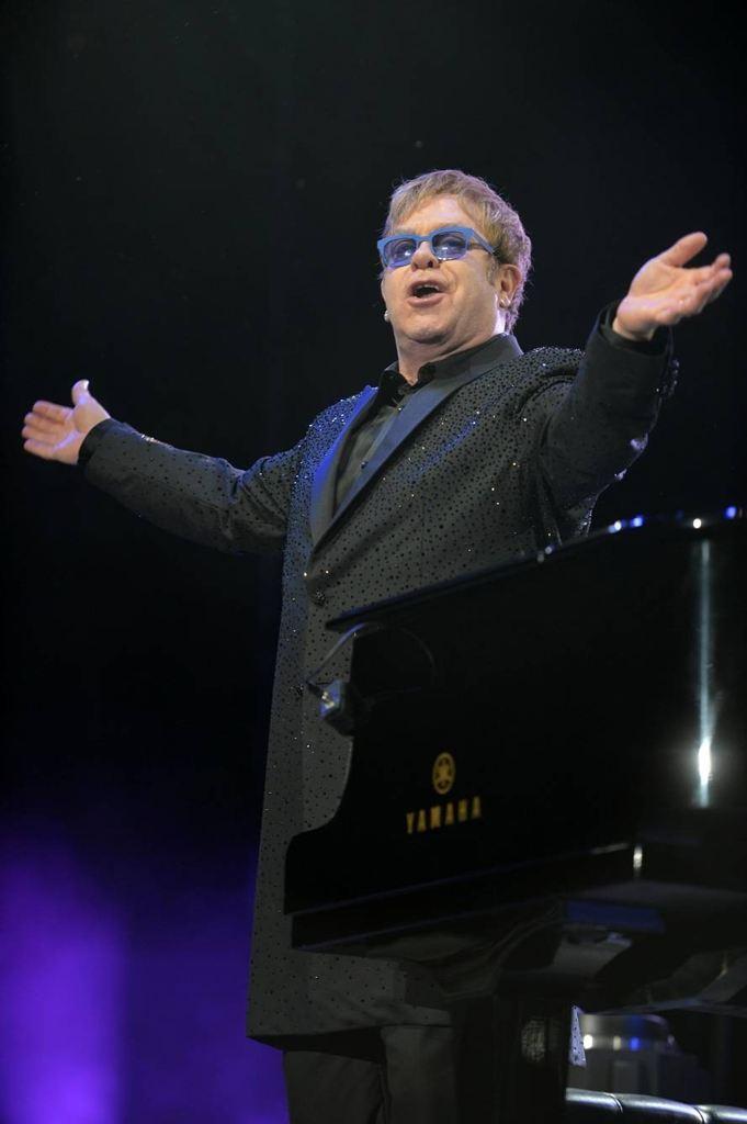 Elton John recorrió sus hits en Vélez ante 18 mil fans