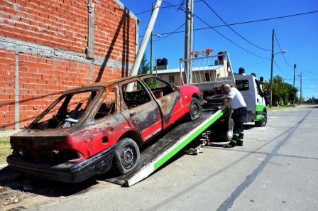 Realizan trabajos de levantamiento de vehículos abandonados en las calles de San Fernando