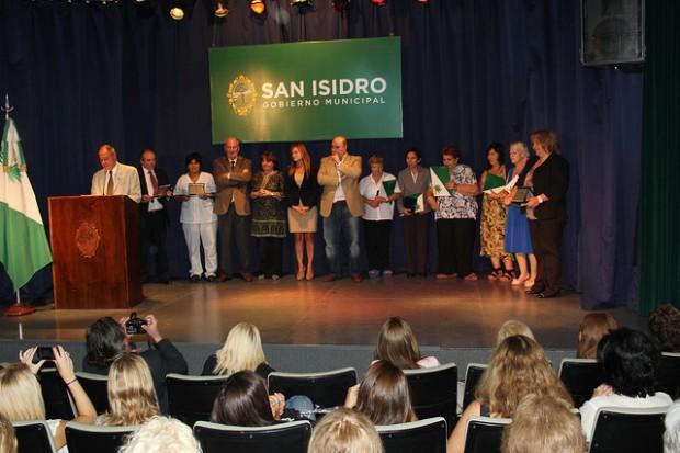 Distinguen a mujeres ejemplares de San Isidro