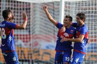 Rubén Botta, la figura del encuentro, de penal, a los 28 minutos del primer tiempo, marcó el tanto que le dio la victoria