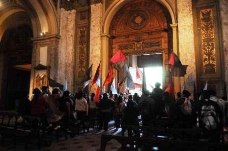 Manifestantes ocuparon la Catedral Metropolitana en repudio a política de subsidios a escuelas católicas
