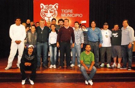 Entregan ayuda económica a Murgas y Comparsas de Tigre