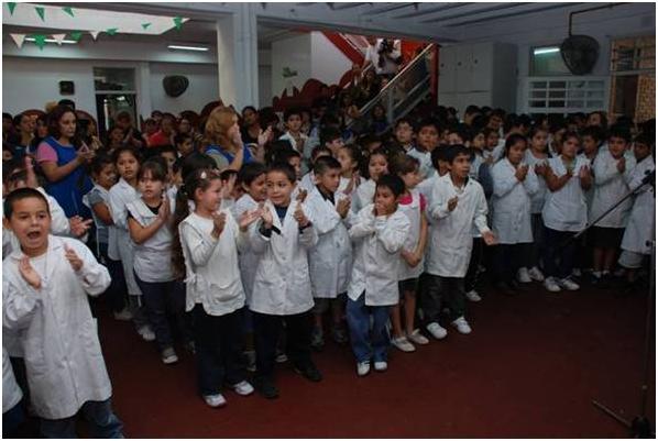 Visitan escuelas de San Isidro para fomentar una alimentación saludable