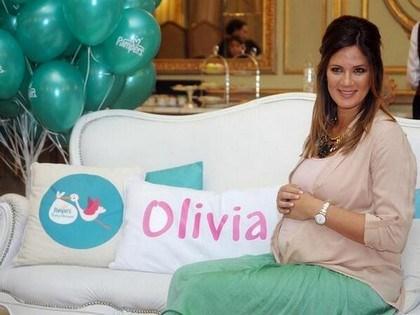 Paula Chaves y Pedro Alfonso se preparan para recibir a su primer hijo