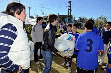 Entregan materiales deportivos a Clubes de la Liga de Fútbol de San Fernando