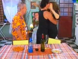 Estevanez tuvo un beso apasionado con Susana.