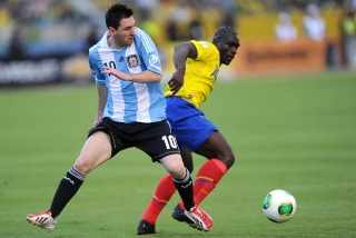 Argentina empató con  Ecuador y se acerca al Mundial