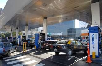 Desde este lunes suben los combustibles: la nafta Premium se irá a casi $25