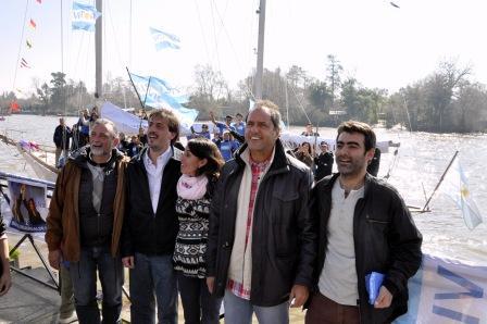 Scioli participó de una caravana náutica y recorrió el puerto de frutos de Tigre