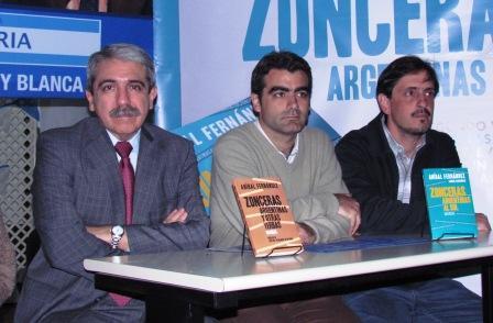 Aníbal Fernández presentó en Tigre su libro Zonceras Argentinas
