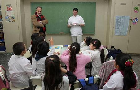 En San Isidro visitan escuelas para controlar la salud bucal de los chicos