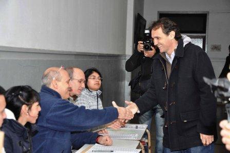Gabriel Katopodis, votó esta mañana en la mesa N° 38 de la escuela primaria N1