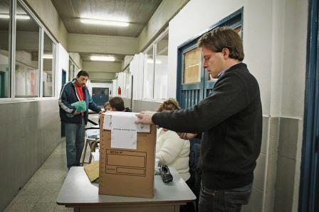 Alex Campbell voto en la Escuela Don Orione San Fernando.