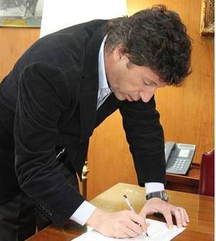Posse firmó la propuesta de iniciativa popular para derogar leyes de la reforma judicial