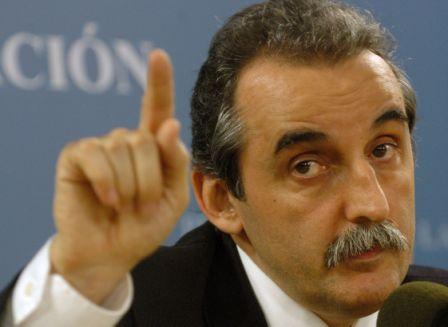 Procesan a Guillermo Moreno por aplicar multas a consultoras