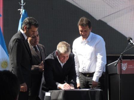 Santillan firma convenio con empresas de rastreo satelital