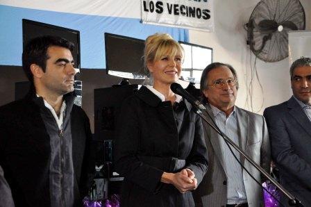 Karina Rabolini y candidatos a concejal del FPV realizaron jornada social en Tigre