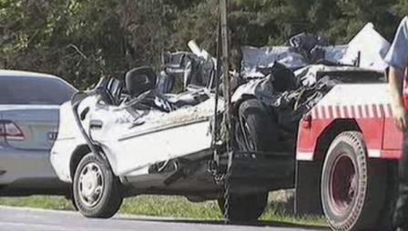Cinco jóvenes murieron al chocar un auto y un camión en Benavidez