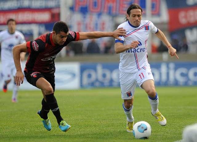 Tigre se recuperó venciendo a Colón en un partido accidentado