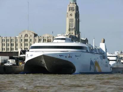 Con un buque en su honor, el papa Francisco unirá a Montevideo con Buenos Aires