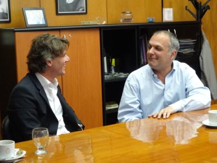 El gobernador de Chubut, Martin Buzzi junto al vicepresidente a cargo del Banco de esa provincia, Oscar Antonena, recibieron hoy a Nicolás Scioli